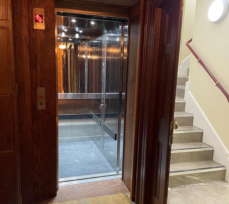 bespoke goods passenger lift